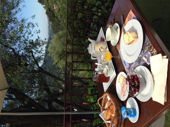 Auberge de la Madone: Breakfast at the terrace
