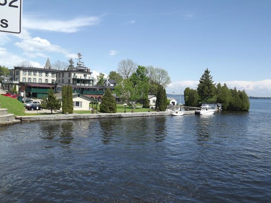 The Gananoque Inn and Spa: View of the Inn from across the little bridge