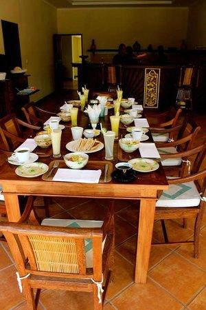 Villa Aruna: Breakfast at the villa