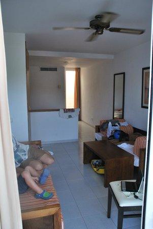 Club Vista Bahia: Room 202 - family room.
