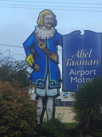 Street signage for the Abel Tasman Airport Motor Inn