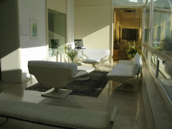 Hotel Moderno Chianciano: Reception area.