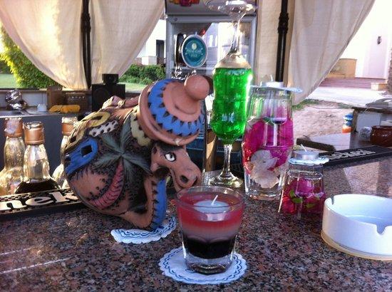 Otium Hotel Amphoras: art on the bar ;)