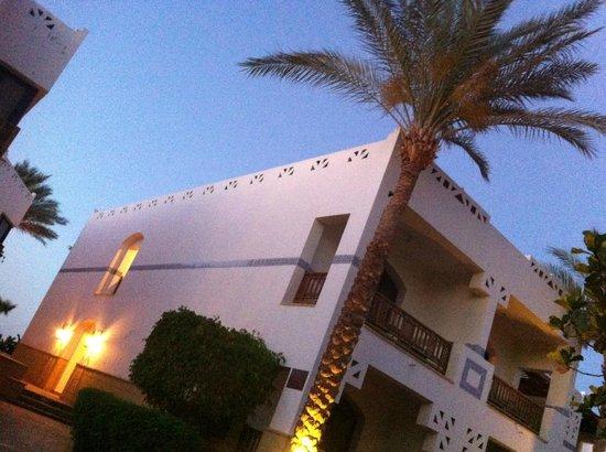 Otium Hotel Amphoras: evening illumination