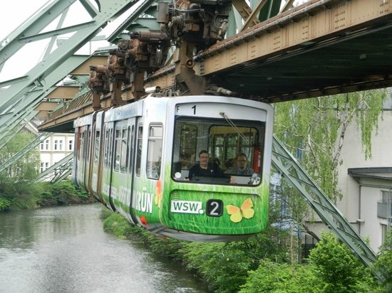 The Wuppertal Suspension Railway: Approaching a Station