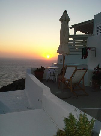 Oia Mare Villas: Sunset from the hotel
