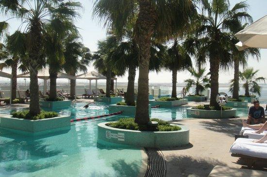InterContinental Dubai Festival City: Poollandschaft