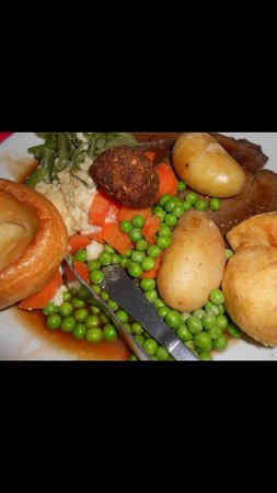 Smiths Hotel: Very nice roast dinner (I had ruined the presentation though)