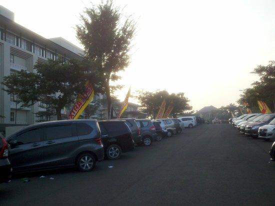 HARRIS Hotel & Conventions Malang: lokasi parkir