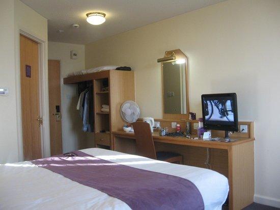 Premier Inn Edinburgh City Centre (Haymarket) Hotel: The Room