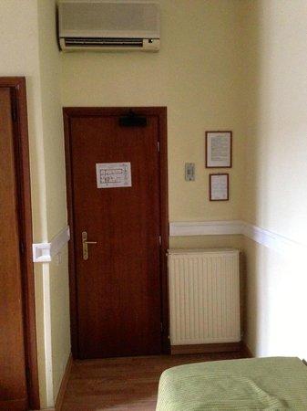 Hotel St. Moritz: room