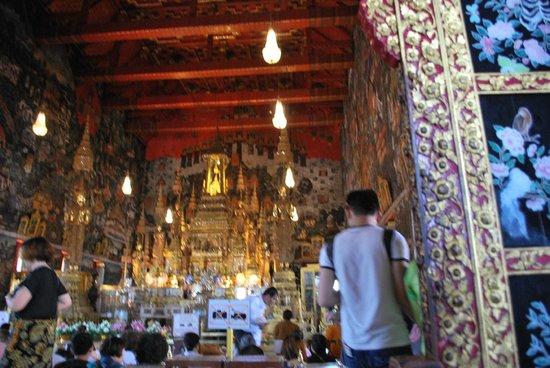 Temple du Bouddha d'Émeraude (Wat Phra Kaeo) : interno (foto fatta prima di entrare)