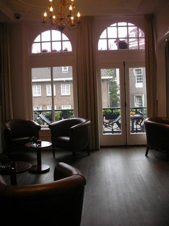 Clemens Hotel: Холл на ресепшен