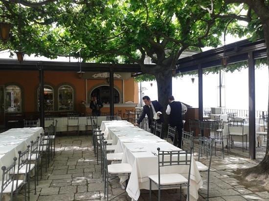 Villa Maria Restaurant : allestimento dei tavoli