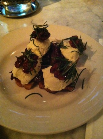 Osteria Mozza : ricotta with honey walnut