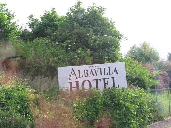 Albavilla Hotel : Hotel sign.