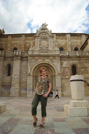 Basílica de San Isidoro y Panteón Real: fachada exterior