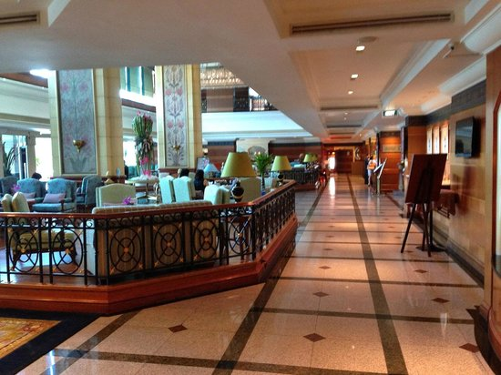 Golden Tulip Sovereign Hotel Bangkok: reception area