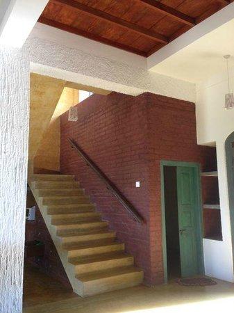 Villa Balapitiya Beach: Stairway to second floor sitting area and deck