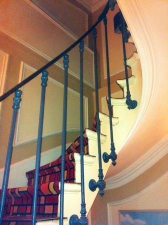 BEST WESTERN De Neuville: Beautiful stairs