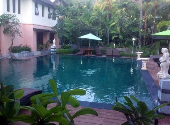 Bakungs Beach Hotel: upgraded pool