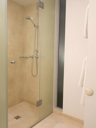 andel's by Vienna House Prague: shower area