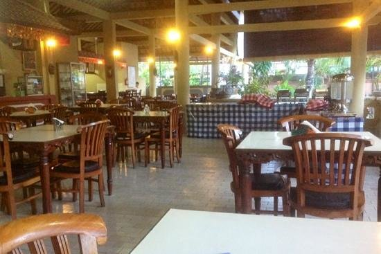 Bakungs Beach Hotel: Cosy and inexpensive restaurant