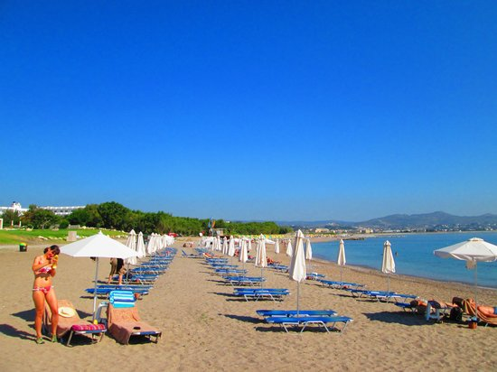 SENTIDO Port Royal Villas & Spa: The hotel beach area and sunbeds
