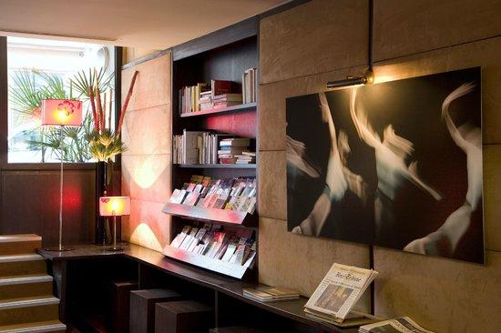 Hotel Paris Bastille: SALLE DE BAIN