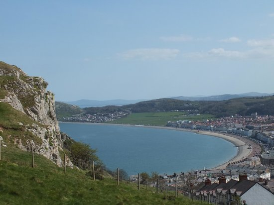 Great Orme Tramway: Llandudno east shore, from the tram