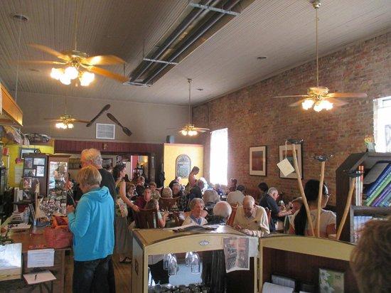 Veranda Cafe & Gifts : Dining Room