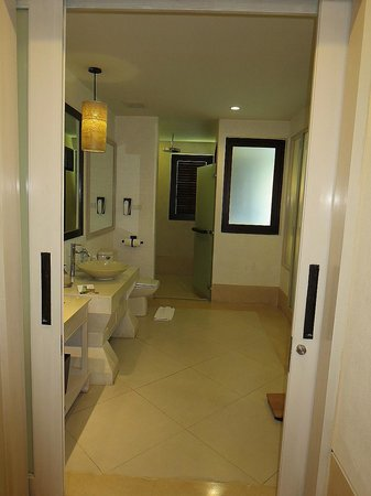 Melati Beach Resort & Spa : bathroom