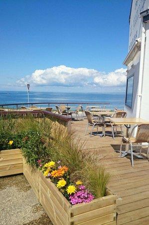 Creperie La Mariniere : Terrasse fleurie
