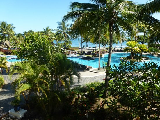 Sofitel Fiji Resort & Spa: View from lobby overlooking the pool area