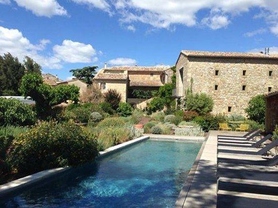 La maison d'Ulysse vue de la piscine chauffée