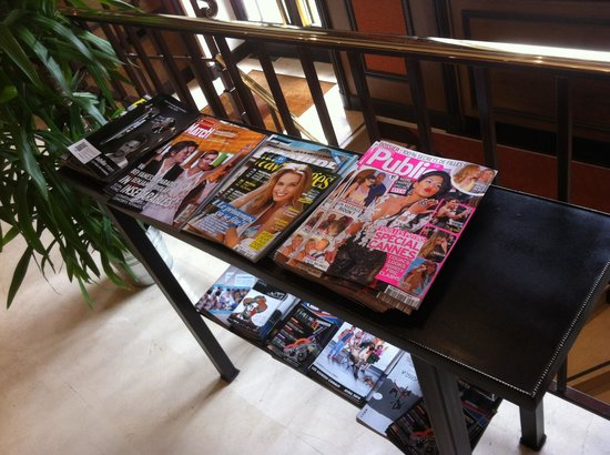 BEST WESTERN De Neuville: Free magazines for customers