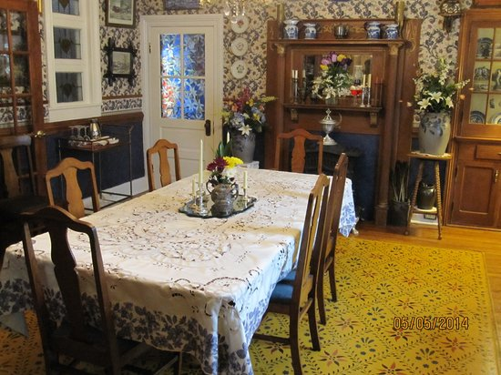 A. C. Stickley Bed and Breakfast: Dining room