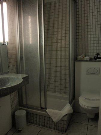 Hotel de la Rose : Cuarto de baño de la 449