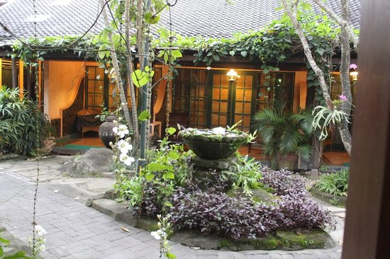 Dusun Jogja Village Inn: Beautiful Gardens