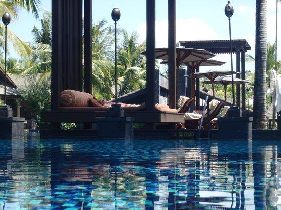 The St. Regis Bali Resort: Lounges at lagoon