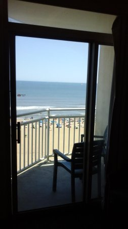 Residence Inn by Marriott Virginia Beach Oceanfront : view from living room area
