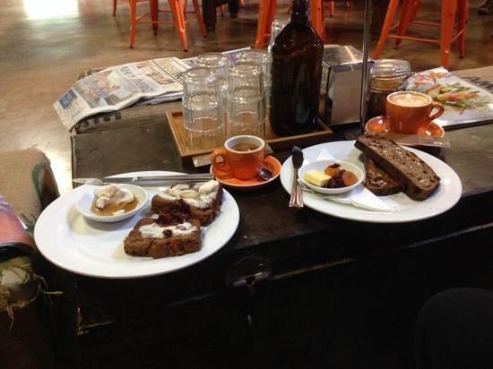 Belmondos Organic Market: Coffee, banana bread, and fruit toast
