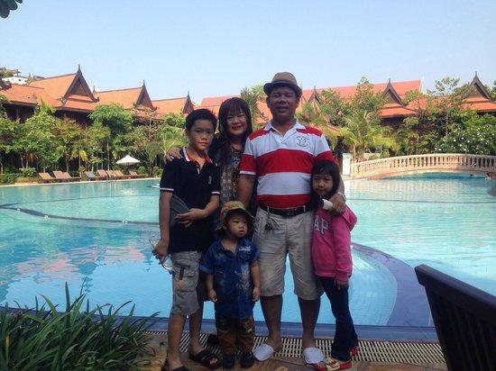 Sokhalay Angkor Villa Resort: My family: Sokunthearykado !