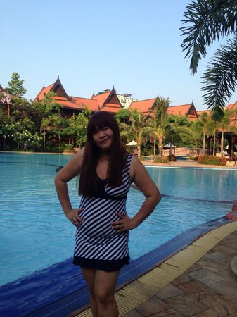 Sokhalay Angkor Resort & Spa: Sokunthearykado : nice swimming pool !