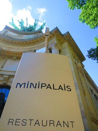 Le Mini Palais : エントランス