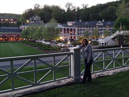 Omni Bedford Springs Resort: Bedford Springs at dusk