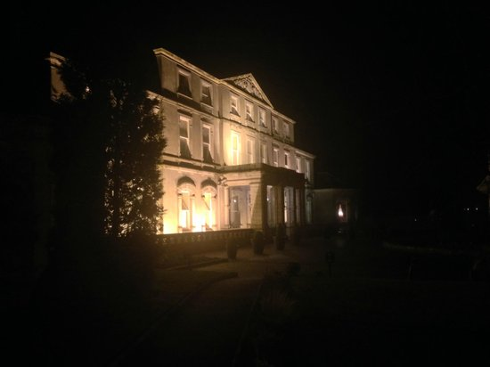 Faithlegg House Hotel & Golf Resort : Hotel Front at night