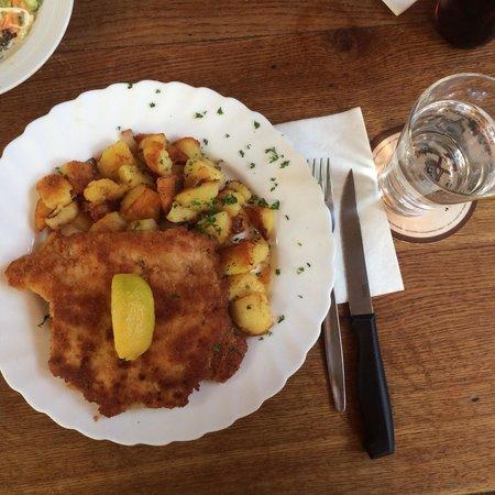 Apfelwein Wagner: Schunitzel ham & cheese.
