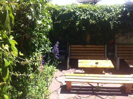 Art Hostel: Garden relax