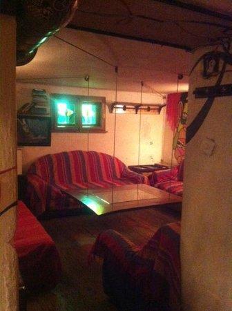 Art Hostel: Close to the bar...